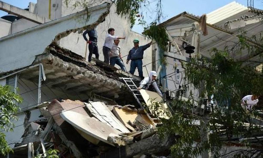 Σεισμός Μεξικό: Δεκάδες νεκροί και εγκλωβισμένοι σε φλεγόμενα κτήρια (pics+vid)