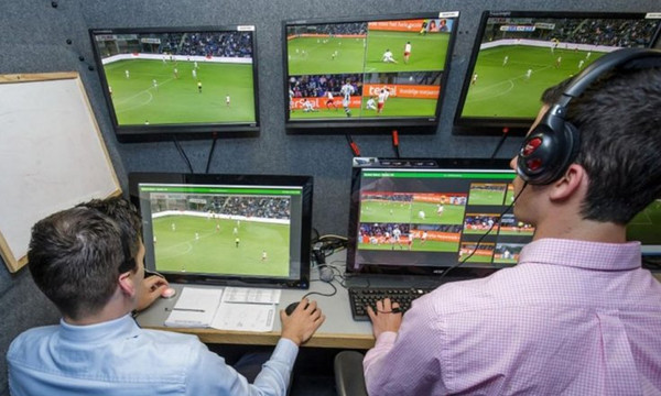 Super League: Μπαίνει το video referee στον δεύτερο γύρο