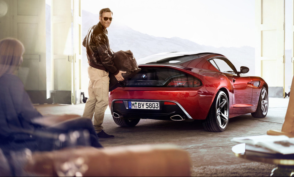 Αράζεις και χαζεύεις τις μεθυστικές καμπύλες μιας BMW Z4