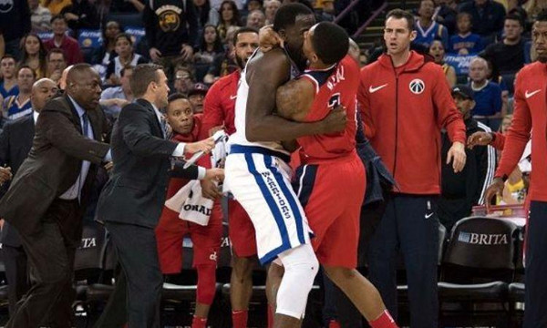 NBA: Τρελό ξύλο Γκριν και Μπιλ! (video)