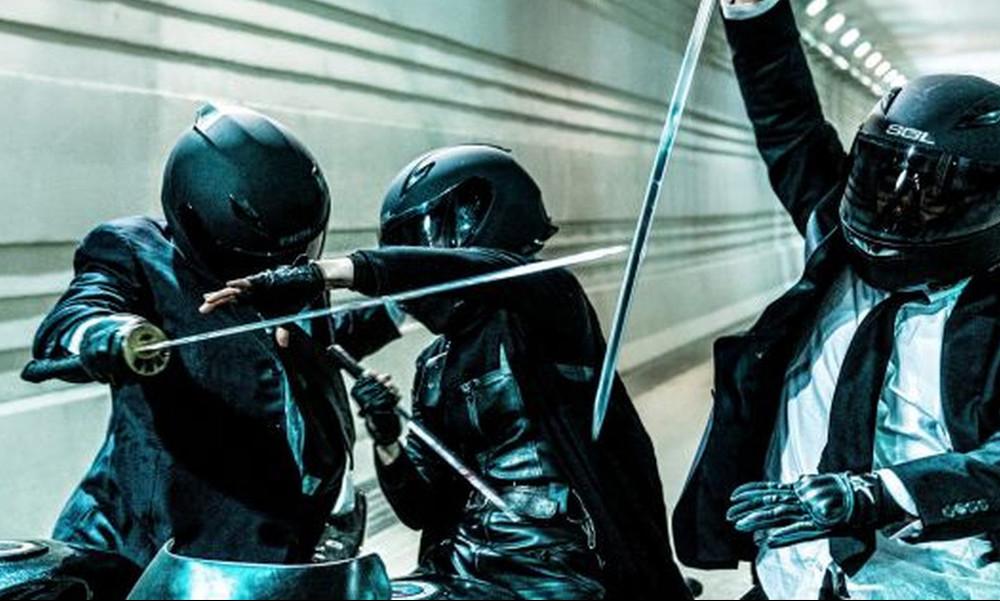 Μάχες με σπαθιά πάνω σε μηχανές σου έχουμε δείξει;