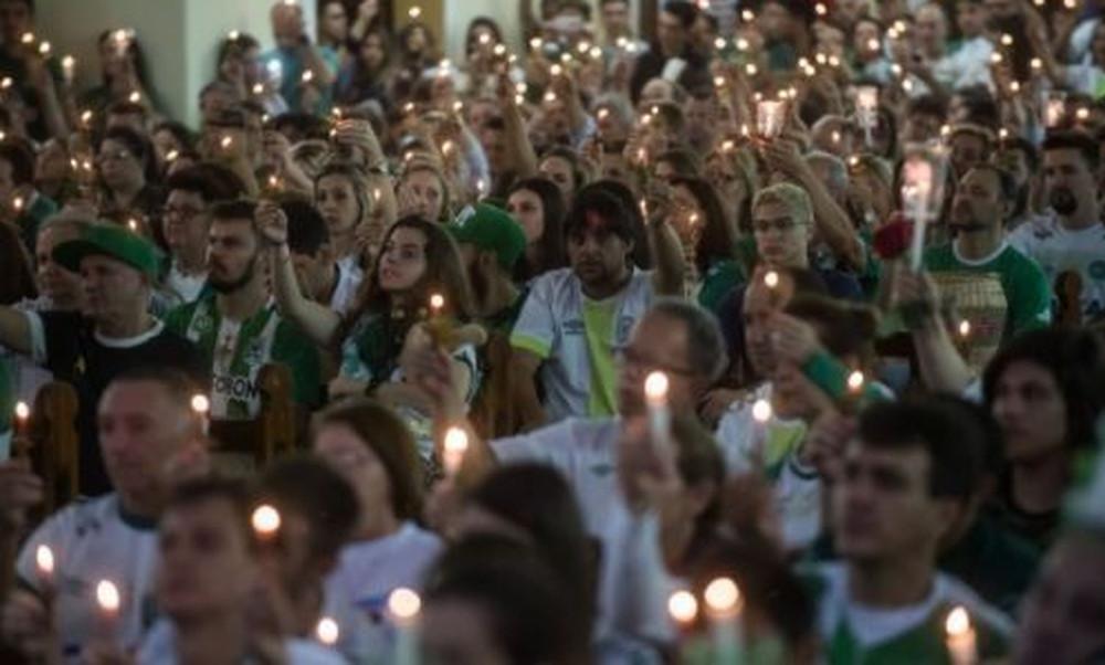 Σαπεκοένσε: Συγκινητική συγκέντρωση για την τραγωδία (photos+video)