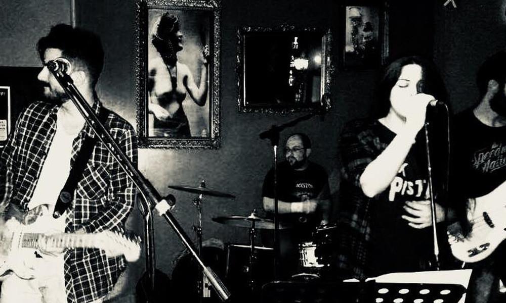 Είμαι κι εγώ groupie μιας ROCK αθηναϊκής μπάντας