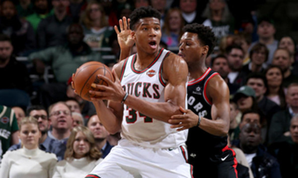 NBA: «Δεινόσαυροι» διέλυσαν το Μιλγουόκι, διασώθηκε ο Giannis (photos+video)