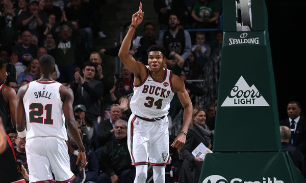 NBA: Η «μάχη» Αντετοκούνμπο με Ράπτορς (video)