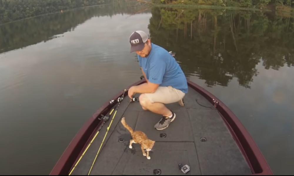 Απίστευτο! Πήγαν για ψάρεμα και… έπιασαν γάτες (video)