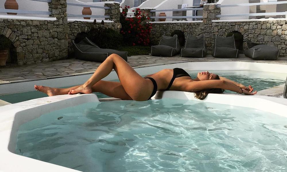 Ελληνίδα φοιτήτρια τρελαίνει με τις καυτές πόζες της