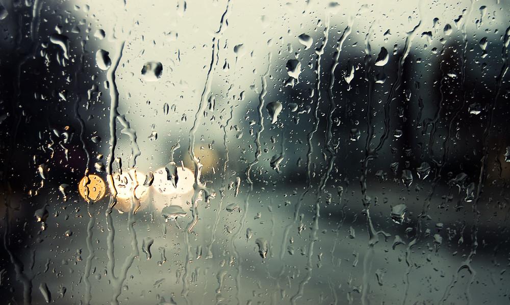 Καιρός: Ραγδαία επιδείνωση τις επόμενες ώρες – Καταιγίδες, χιόνια και κρύο
