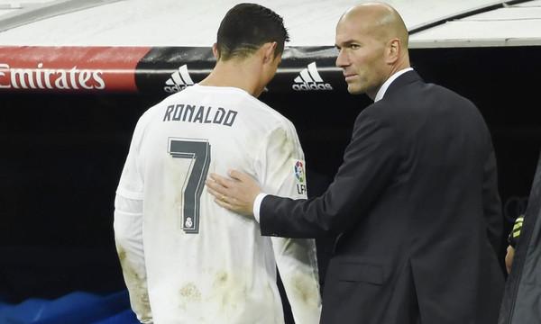 Ο Ζιντάν στηρίζει τον Ρονάλντο (photos)