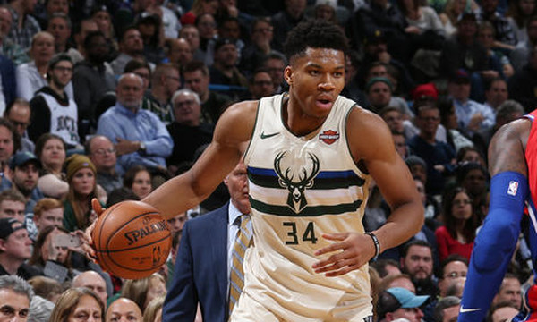 NBA: «Διπλός» Αντετοκούνμπο… ξέρανε και τους Σίξερς (photos+video)