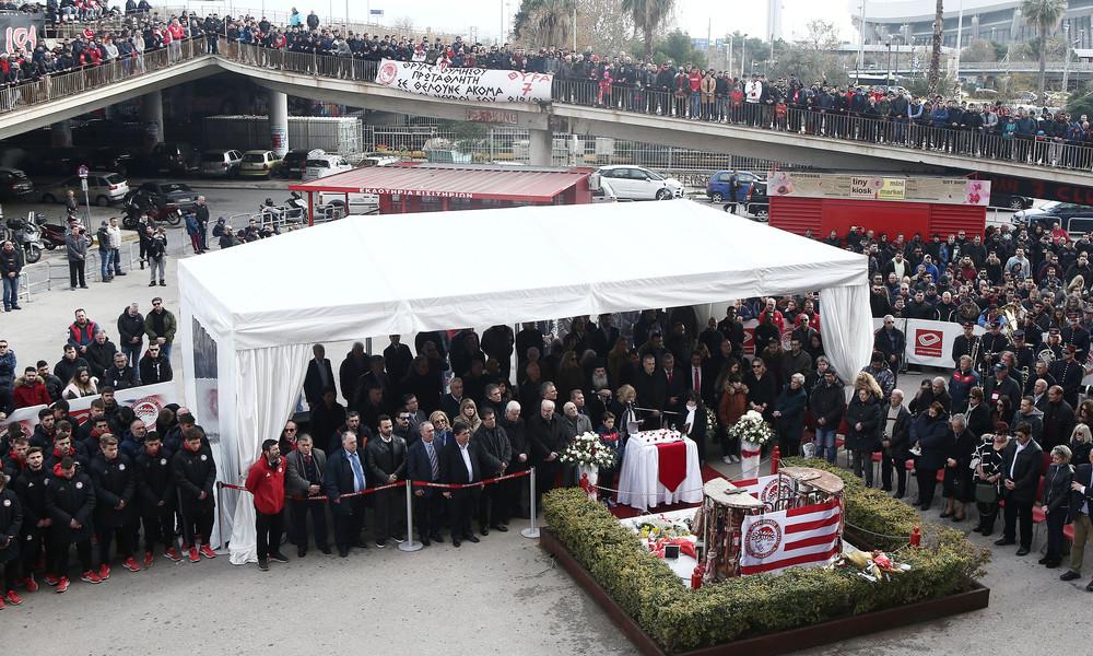 Η οικογένεια του Ολυμπιακού στο μνημόσυνο της Θύρας 7 (photos)