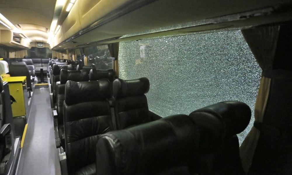 Επίθεση στο πούλμαν της ΑΕΚ! (photos)
