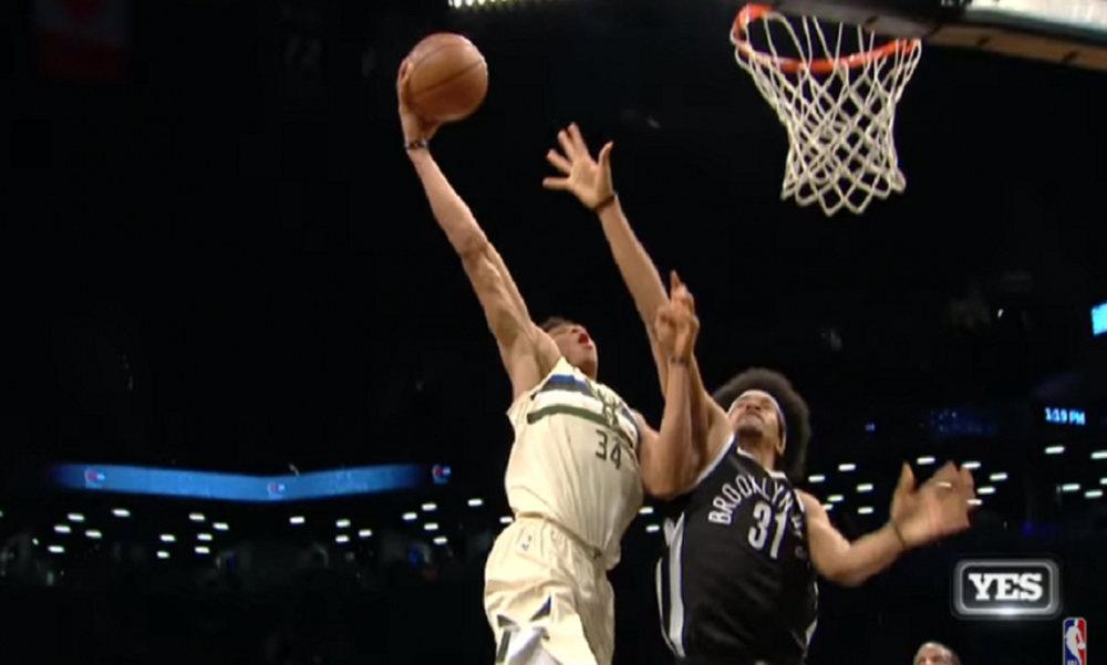 NBA: «Διπλός» Αντετοκούνμπο στο Top 10 (video)