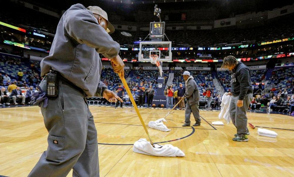 NBA: Έσταζε το ταβάνι λόγω καταιγίδας στο Πέλικανς - Πέισερς (video)
