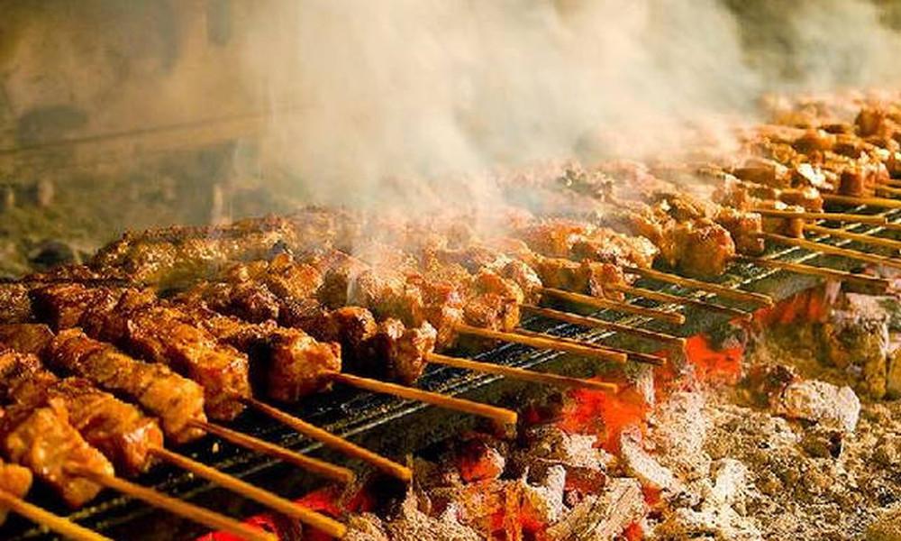 Τσικνοπέμπτη 2018: Τι γιορτάζουμε και γιατί ψήνουμε κρέας σήμερα