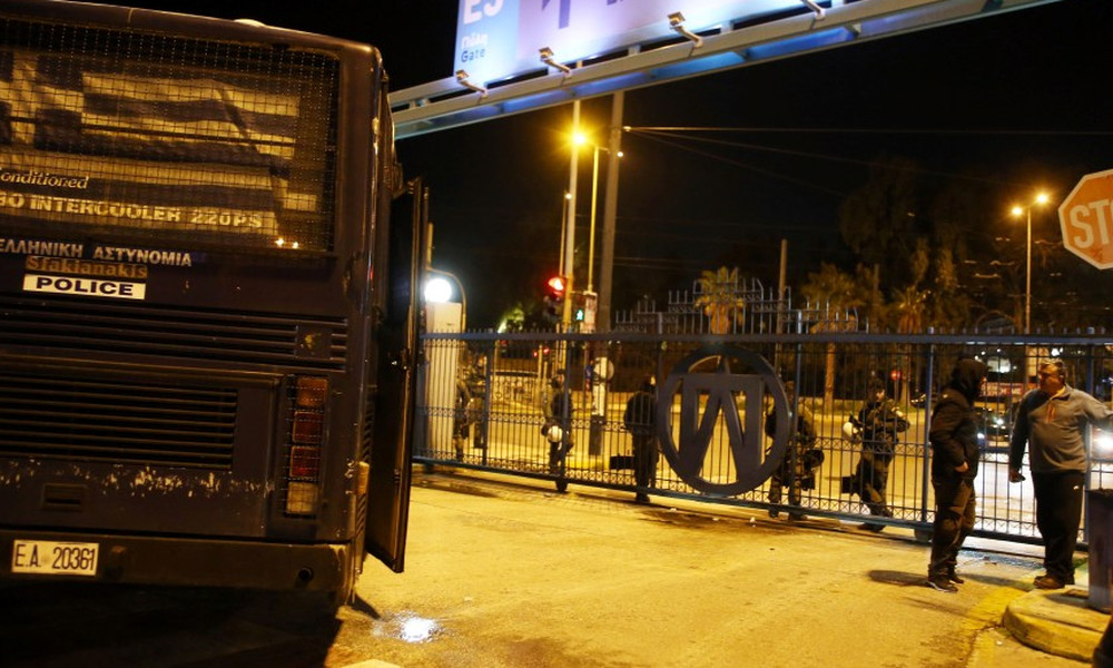 Video από τα επεισόδια στο λιμάνι του Πειραιά