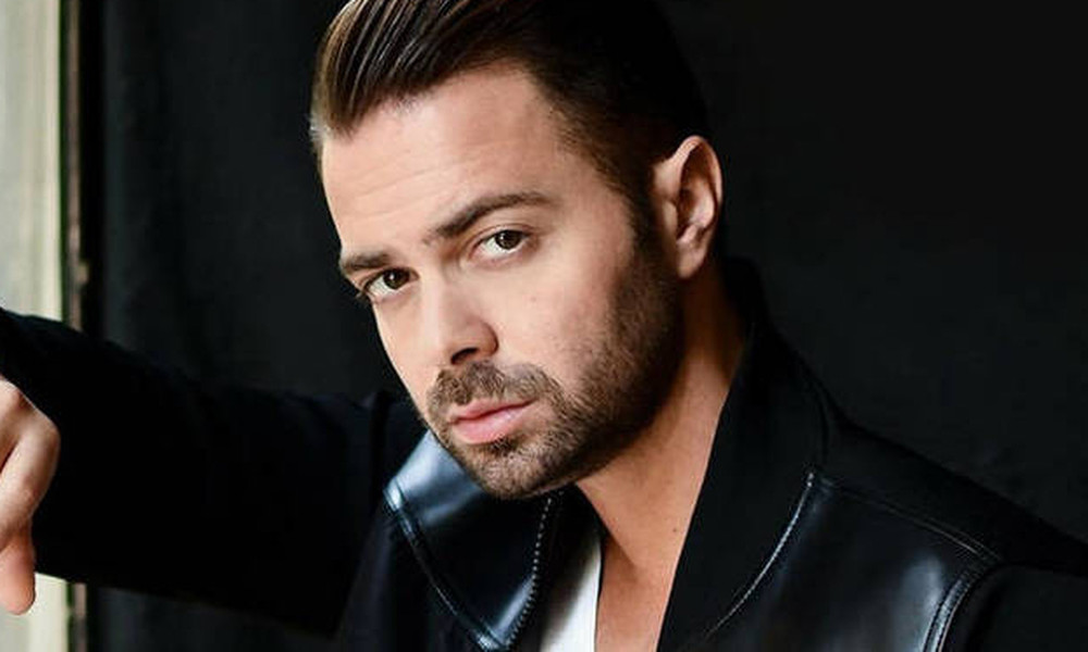 Ηλίας Βρεττός: Σοκ από τα νέα στοιχεία για το σοβαρό τροχαίο – Ώρες αγωνίας για τον τραγουδιστή