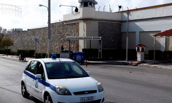 Εξέγερση στις φυλακές Κορυδαλλού - Κρατούμενοι πήραν τα κλειδιά από τους σωφρονιστικούς