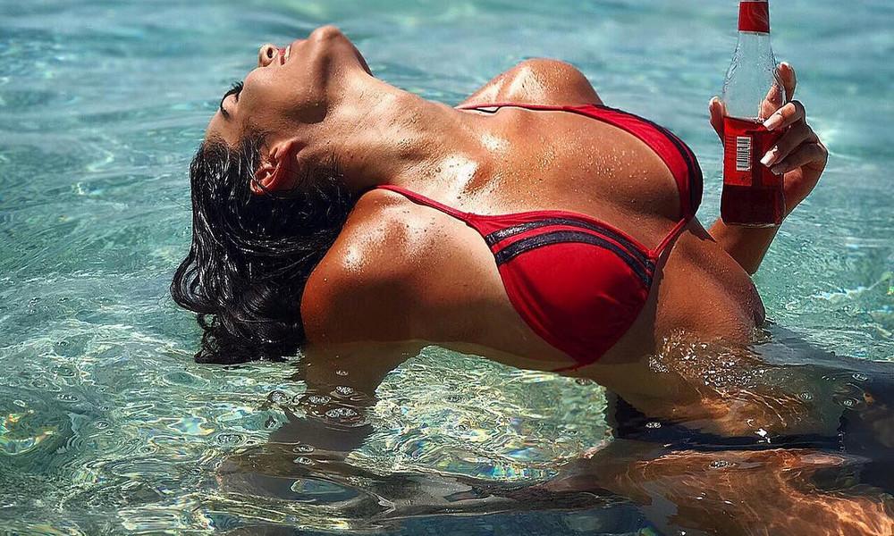 Η Ελληνίδα φοιτήτρια που βάζει… φωτιά με τις καυτές πόζες της!