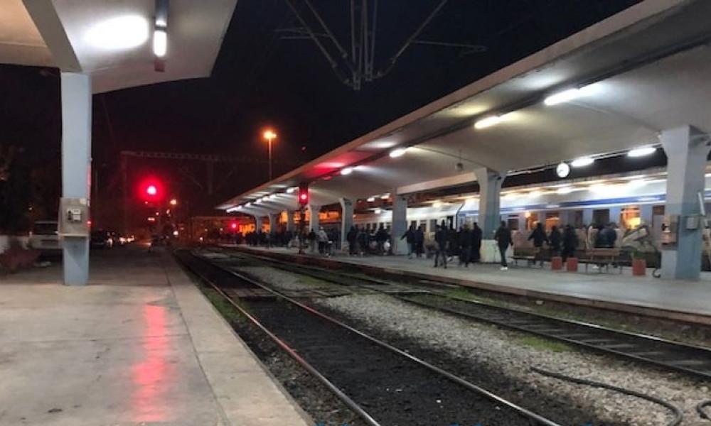 Μπλόκο στο σταθμό των τρένων από οπαδούς του ΠΑΟΚ!