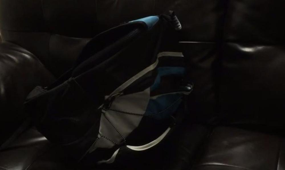 Το βίντεο που θα σε φρικάρει: Σακίδιο κινείται μόνο του! (video)