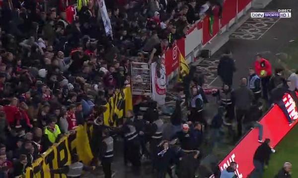 Χαμός στη Γαλλία! Οπαδοί της Λιλ έκαναν «ντου» στο γήπεδο και χτυπούσαν τους παίκτες (videos)