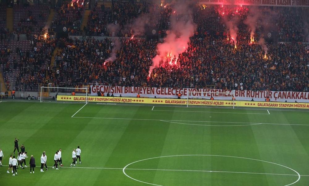 Οι οπαδοί της Γαλατά έβαλαν… φωτιά στο γήπεδο πριν το ντέρμπι με τη Φενέρ (photo+video)
