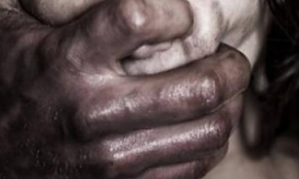 Συναγερμός για «Δράκο» στο Αιγάλεω – Πώς «παγιδεύει» ανήλικες στη μέση του δρόμου (vid)