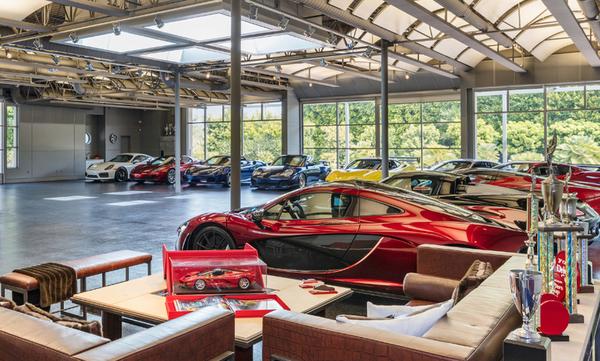 Μουσείο φουλ τιγκαρισμένο με super cars