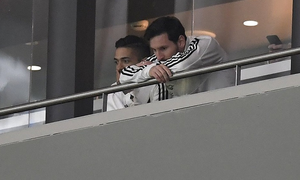 Δεν άντεξε τον διασυρμό από την Ισπανία ο Μέσι - Έφυγε από το γήπεδο μετά την εξάρα (video)