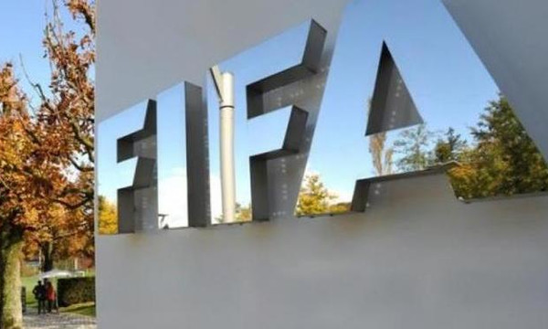 Χοντρό «χέρι» στον Γραμμένο από FIFA και ξεκάθαρη απειλή για Grexit!