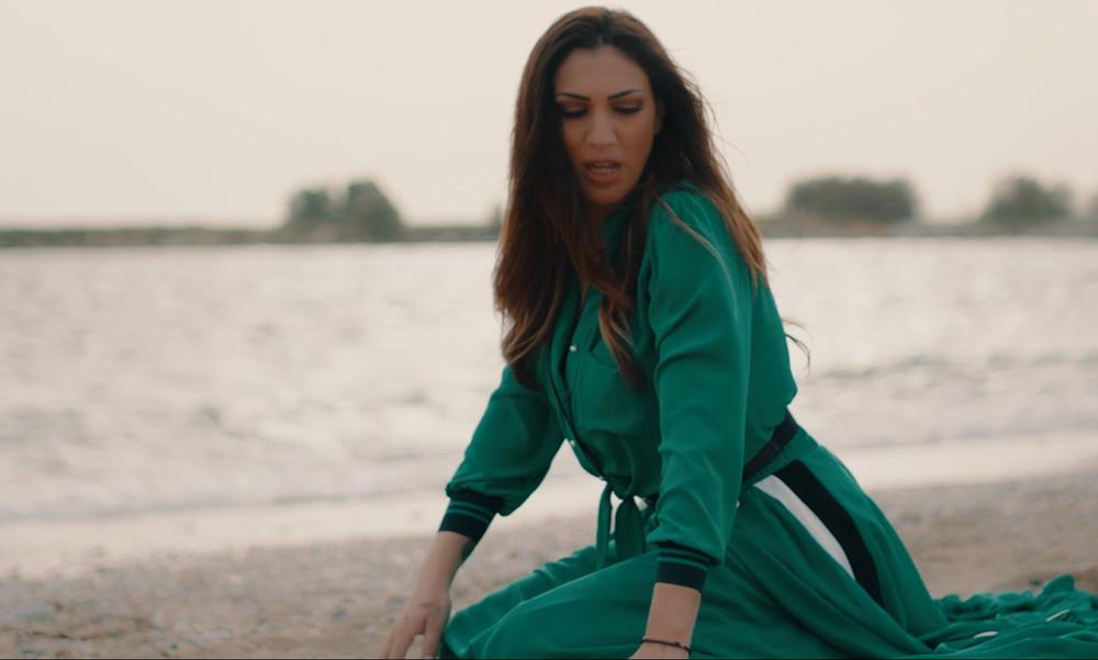 Εντυπωσιακή στο νέο της video clip η Βασιλική Νταντά