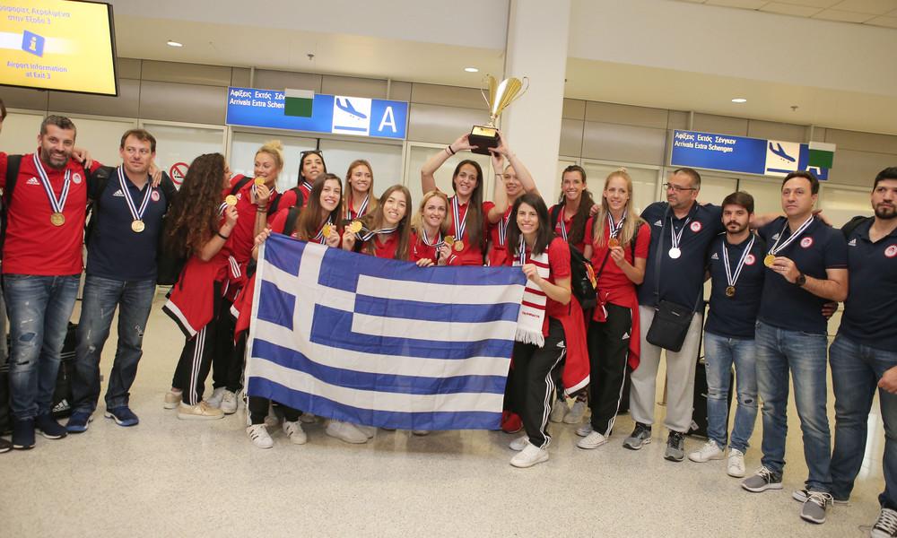 Ολυμπιακός: Στην Αθήνα οι Κυπελλούχες (photos)