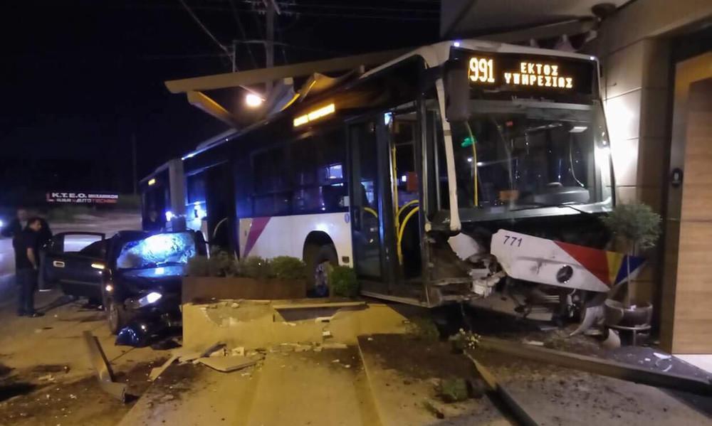 Σοκαριστικό video: Η στιγμή που λεωφορείο στη Θεσσαλονίκη έπεσε πάνω σε καφετέρια!