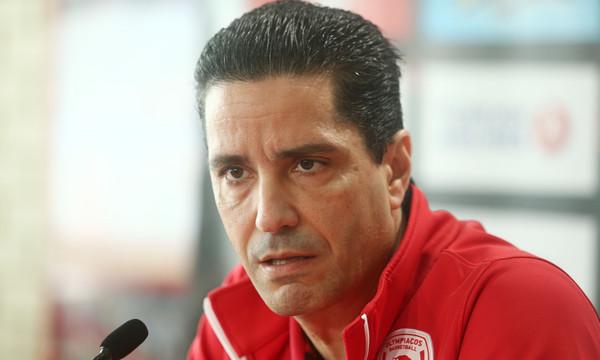 Σφαιρόπουλος: «Χρησιμοποιεί παλιά κόλπα για τους διαιτητές ο Σάρας»