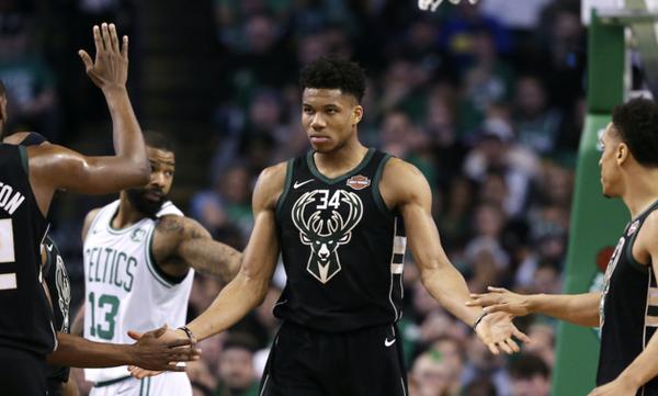 NBA: Η απάντηση Αντετοκούνμπο σε Πάρκερ
