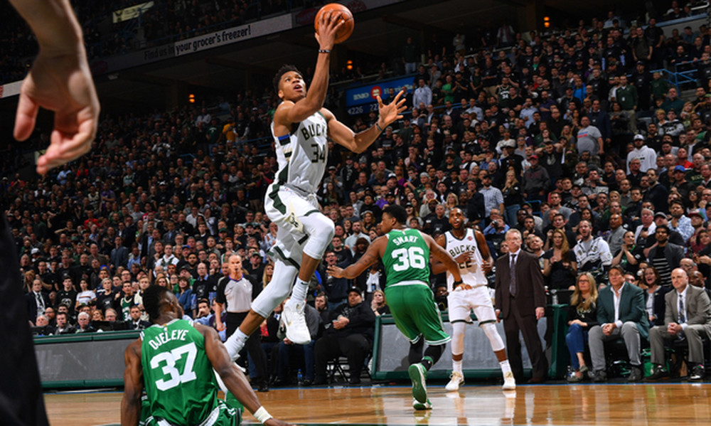 NBA: Ο Αντετοκούνμπο κράτησε ζωντανά τα «Ελάφια» (video)