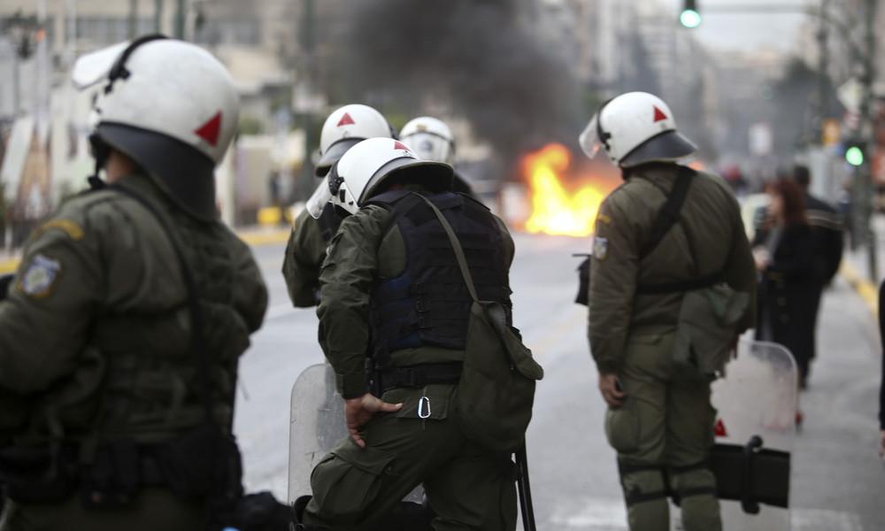 ΠΑΟΚ: Ένταση οπαδών με Αστυνομία στο Σύνταγμα!