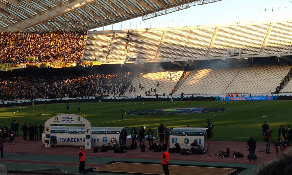 Τελικός Κυπέλλου:  Επεισόδια στο ΟΑΚΑ - Οπαδοί της ΑΕΚ μπούκαραν στη «νεκρή ζώνη» (photo+video)