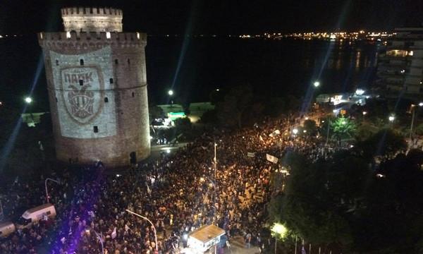 Χαμός στον Λευκό Πύργο: Βγήκε στους δρόμους ο κόσμος του ΠΑΟΚ για την κούπα! (video+photos)