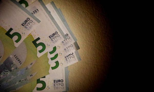 «Ανάσα» για εκατοντάδες χιλιάδες οικογένειες: Ποιοι θα λάβουν επίδομα από 70 έως 210 ευρώ το μήνα
