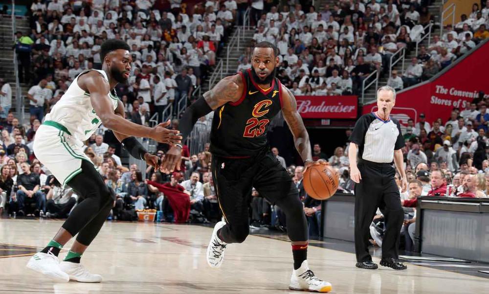 NBA: Ο ΛεΜπρόν αντιστέκεται στους Σέλτικς (photos+video)