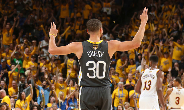 NBA: Πυροβολούσε από… παντού ο Κάρι, 2-0 οι Ουόριορς (photos+video)