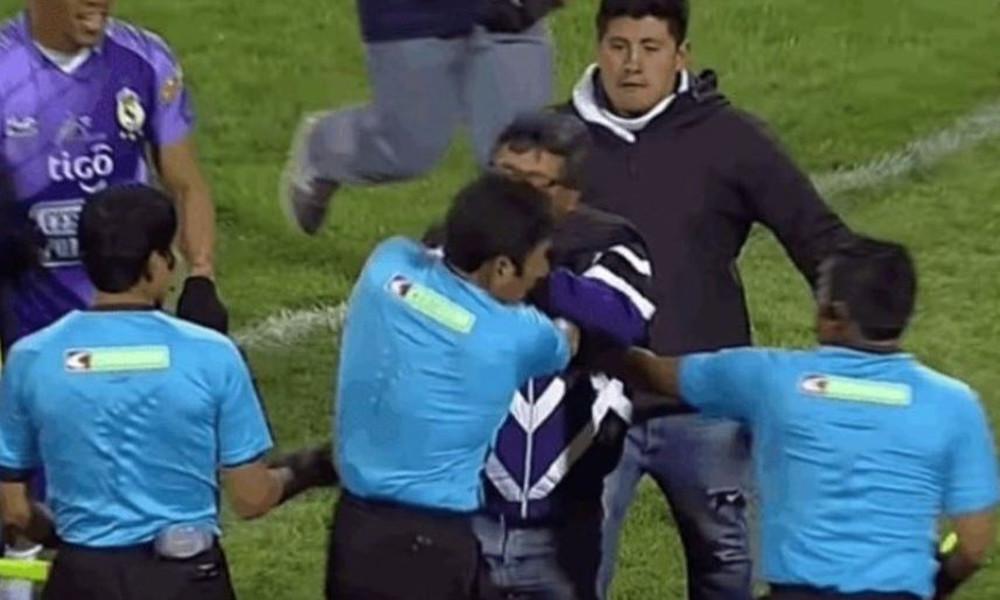 Τρομερό! Πρόεδρος μπούκαρε στο γήπεδο και χαστούκισε διαιτητή (video)