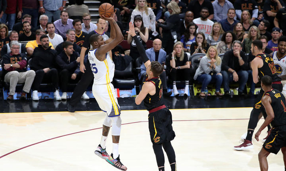 NBA: Κούπα με… σκούπα για Ουόριορς! (photos+video)