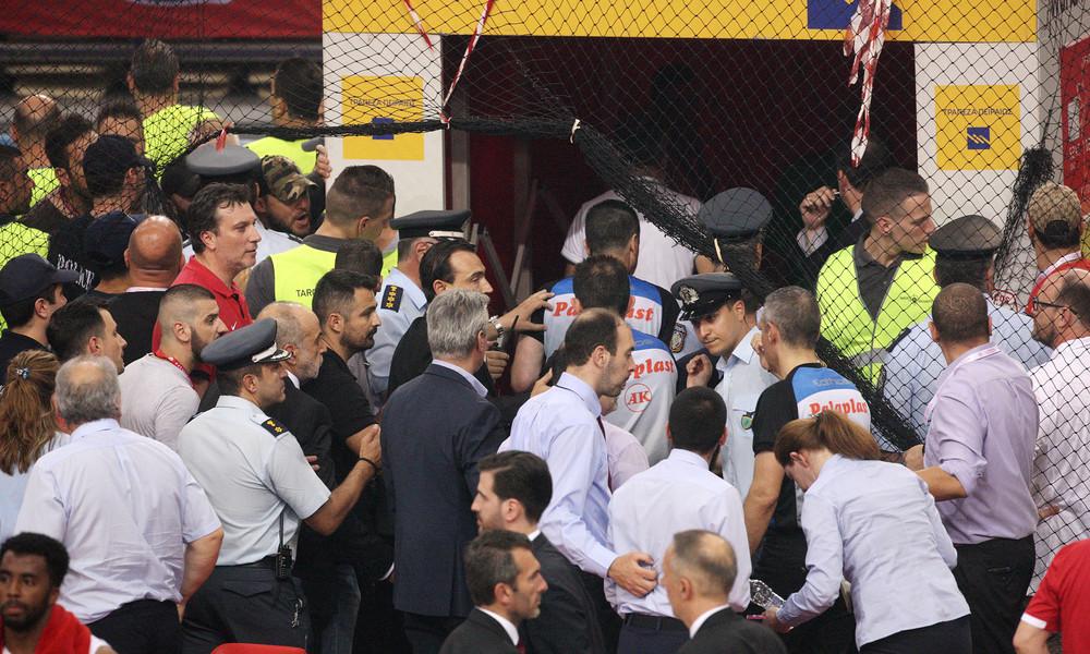 Επεισόδια στο ΣΕΦ μετά το «break» του Παναθηναϊκού - «Έσπασαν» αυτοκίνητα στο πάρκινγκ