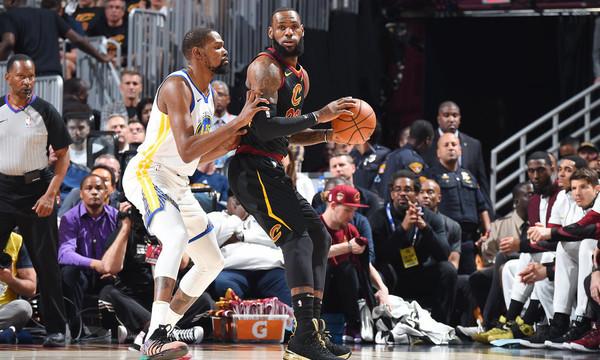 NBA: Απίστευτη αποθέωση για ΛεΜπρόν Τζέιμς (video)