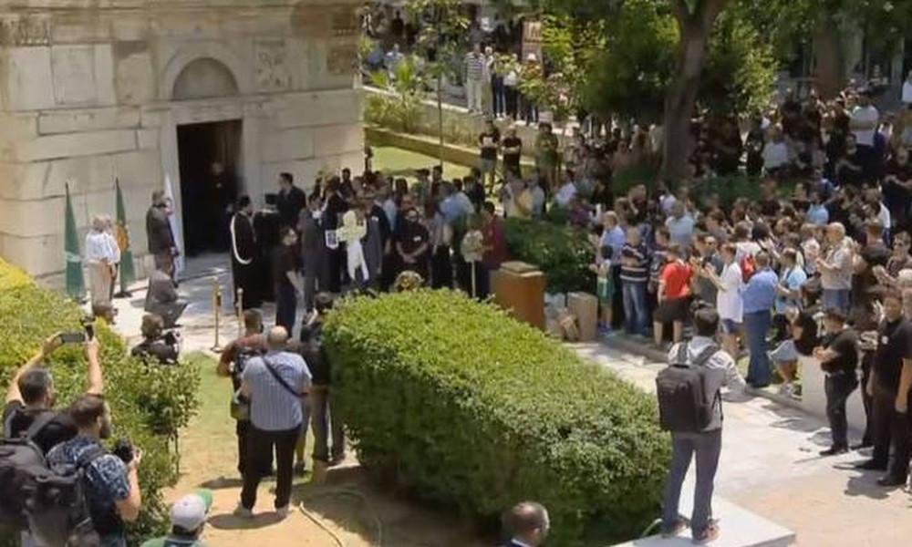 Ο κόσμος αποχαιρέτησε τον σπουδαίο Παύλο Γιαννακόπουλο (video)