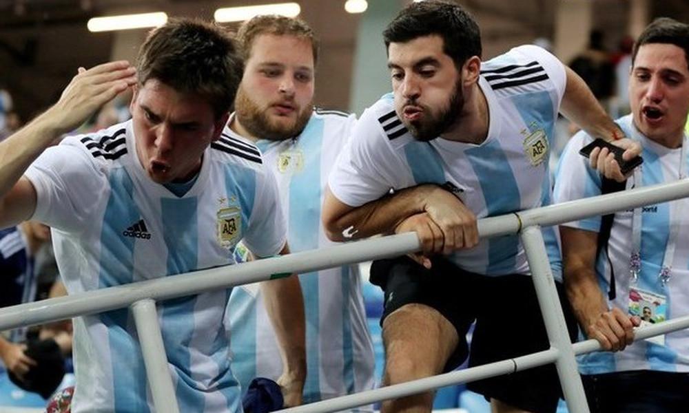 Παγκόσμιο Κύπελλο Ποδοσφαίρου 2018: Χαμός στην Αργεντινή, έφτυσαν και έβρισαν τον Σαμπάολι! (video)