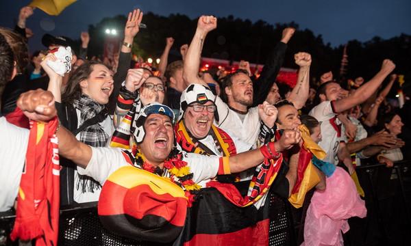 Παγκόσμιο Κύπελλο Ποδοσφαίρου 2018: «Κάηκε» το Βερολίνο μετά την ανατροπή της Γερμανίας (video)